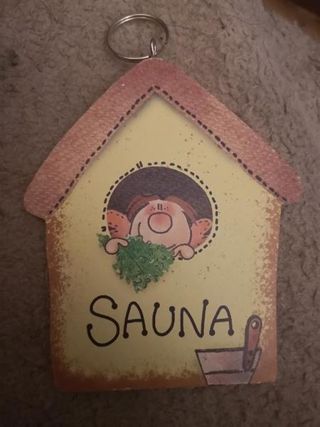 Puinen avaimenperä, Sauna