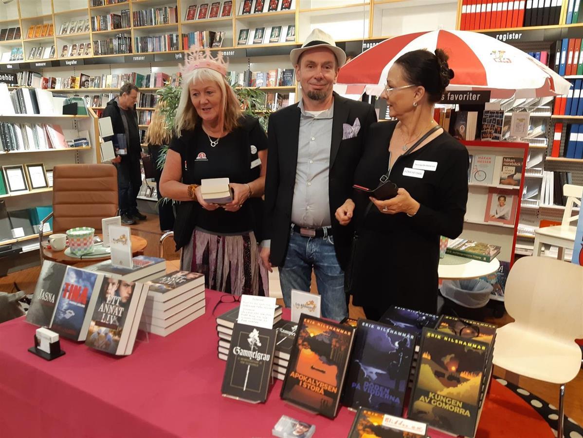 Vad pågår här, månntro? Bokfén, Micael Lindberg och Pia F Davidson