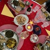 Pia F Davidson, Micael Lindberg och Carina Aynsley preppar med nepalesiskt käk, Dhal Baath