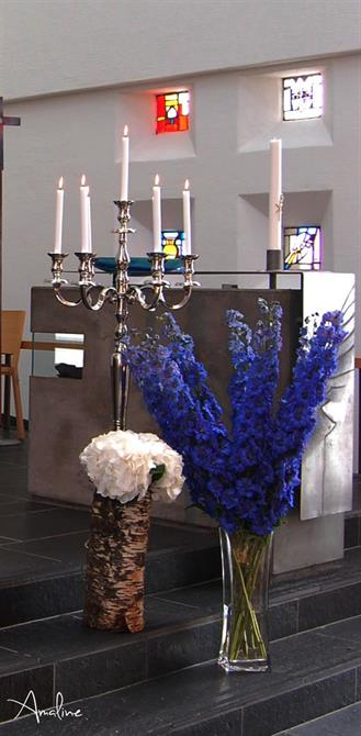 Dekor framme i kyrkja