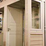Utstilling av dører og vindu. Fotograf: Bjarte Rovde - Rovde Foto