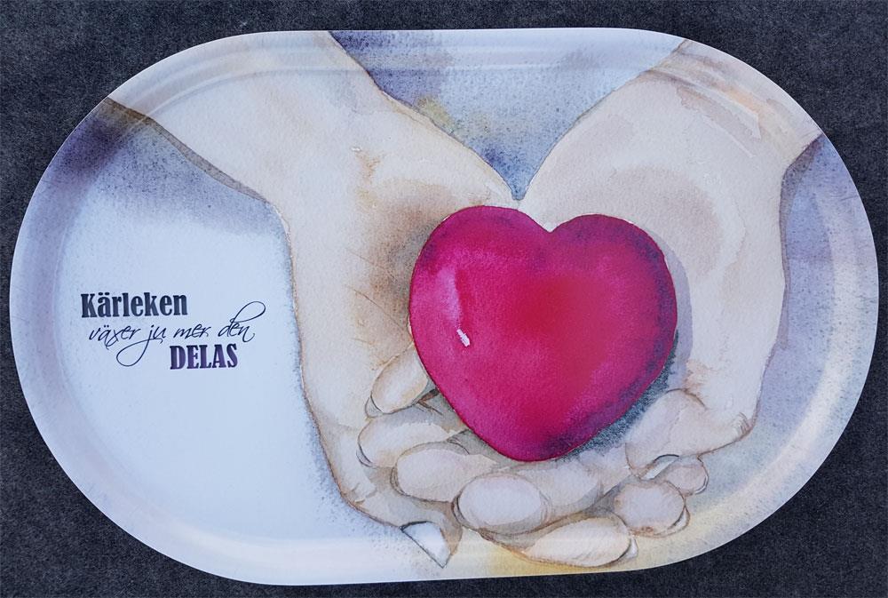 Bricka hjärta i hand 44 x 28 cm