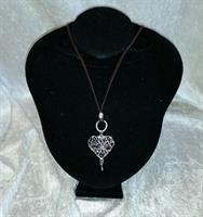Halsband med trasselhjärta