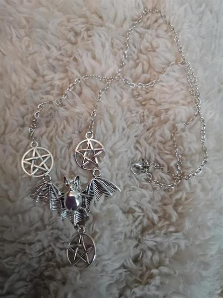 Lepakko-pentagram kaulakoru