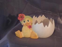 Ägghalva med kyckling målad