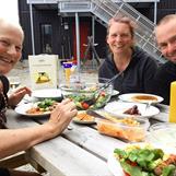Gemensam middag i Funäsdalen, Lill, Åsa och Micael