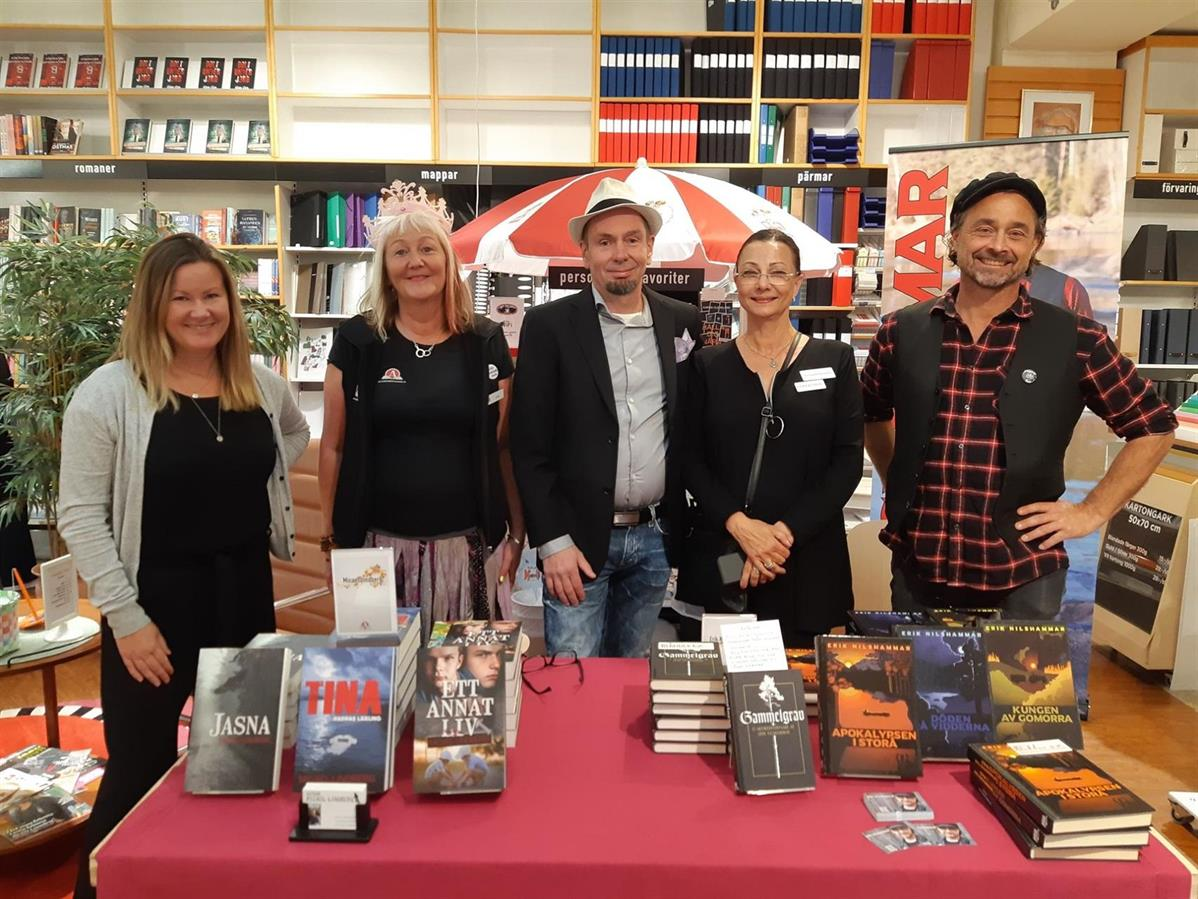 På plats vid bokborden, Jenny Ohlsjö, Carina Aynsley/bokfén, Micael Lindberg, Pia F Davidson, Erik Nilshammar