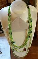 Grönt långt halsband