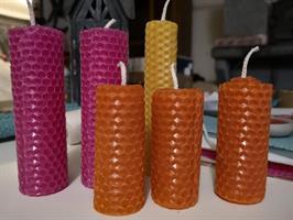 Värikkäät mehiläisvahakynttilät 7-14cm