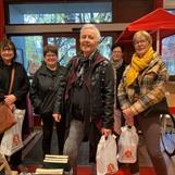 Vängåvans Bokhandel: Glada Ljusdalstjejer på besök i stan. Och bok ville de ha.