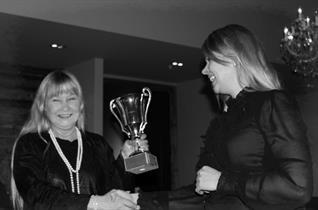 Årets arbeidsjern 2012: Ragnhild Hammari (t.v)