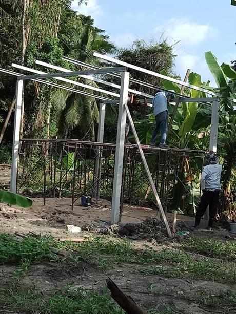 Bygging av kyllingfarm.
