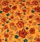 Orange blomster på lys orange bunn