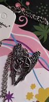 Pentagram siivillä, kaulakoru