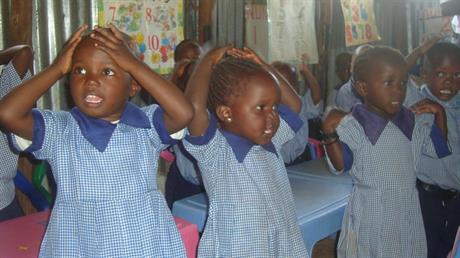 De yngsta barnen i skolan i Kibera