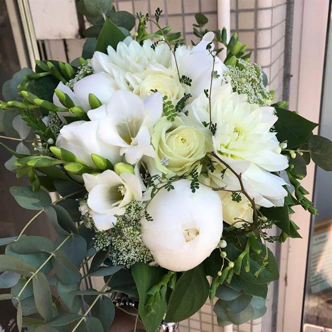 Krispigt vit brudbukett