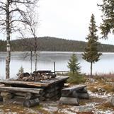 Totalt finns fyra eldstäder utrustade med vårt grillgaller i stuganläggningen vid Borgjaur.