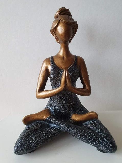 Yogakvinna bronsfärgad