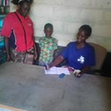 Lawrence med mamma på skolans expedition / Lawrence with mother at school
