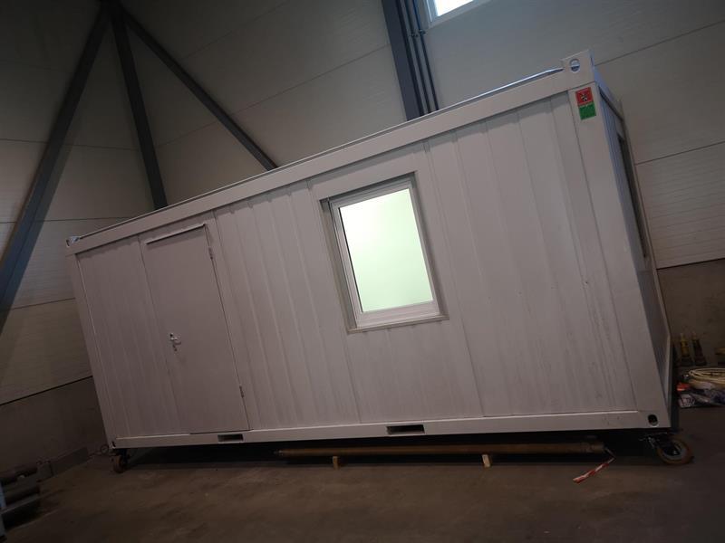 """Brakke 20 """" container med toalett og kjøkken"""