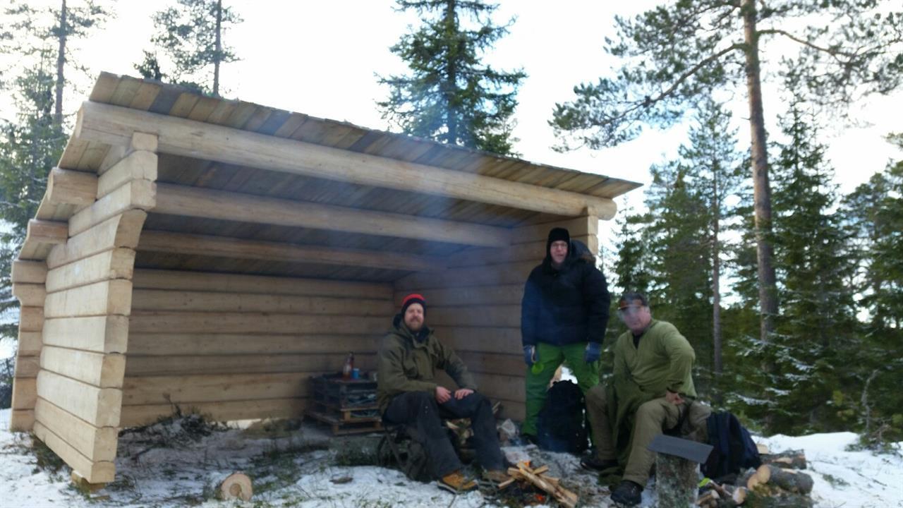 Taket på plass - Lars Petter, Anders og Håkon