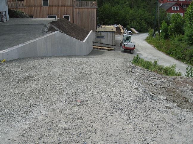 Bakfylling mur og reparasjon vei