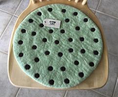 Tovad sittdyna från Afroart grön m.mörkbruna prickar