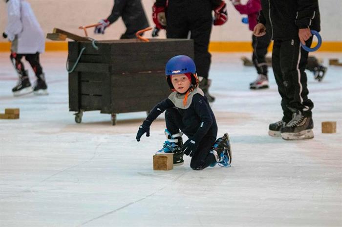 Snart starter skøyte- og hockeyskolen
