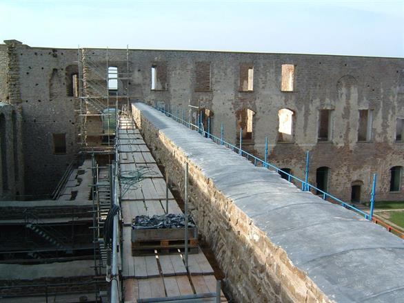 Borgholms slottsruin.Blyavtäckning av murar.Tungt uppdrag.....