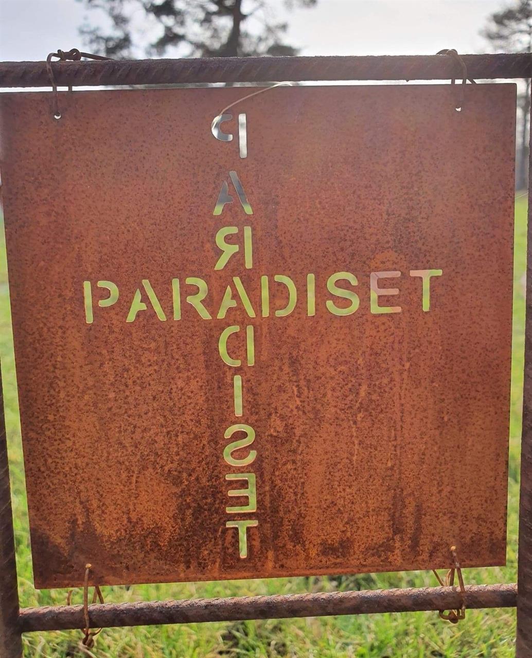 Rostfärgad skylt paradiset