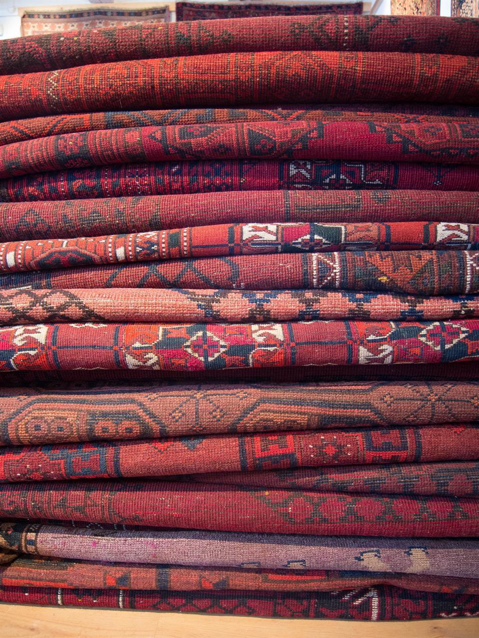 Stort utvalg av afghanske tepper