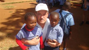 Ulf with two Kibera children