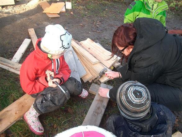 vi har barnverktyg och byggmaterial