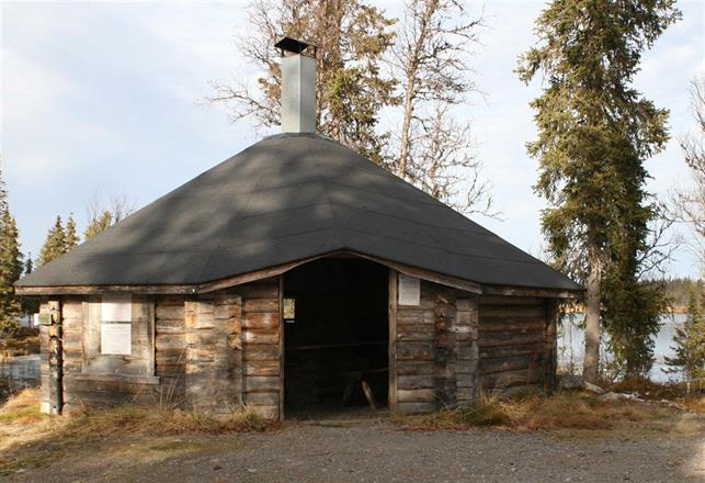 Grillkåta vid stuganläggningen Borgjaur. Grillkåtan får nyttjas av andra än stuggäster, förutsatt att man tar med egen ved.