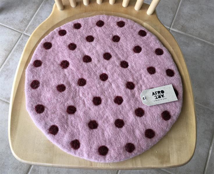 Tovad sittdyna från Afroart rosa m.vinröda prickar