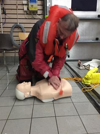 Hjärtlungräddningsmoment efter Manöverbordövning