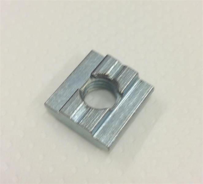 Brakettmutter 8 mm