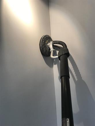 Sliping av sparkel med støvavtrekk uten noe som helst i luften