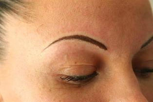 Ögonbryn traditionell stil