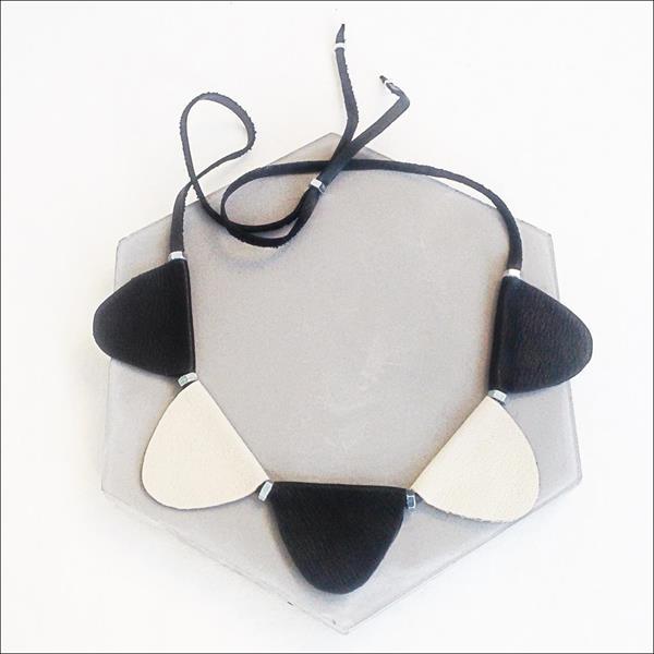 ASRIKKI- kaulakoru, musta/valkoinen