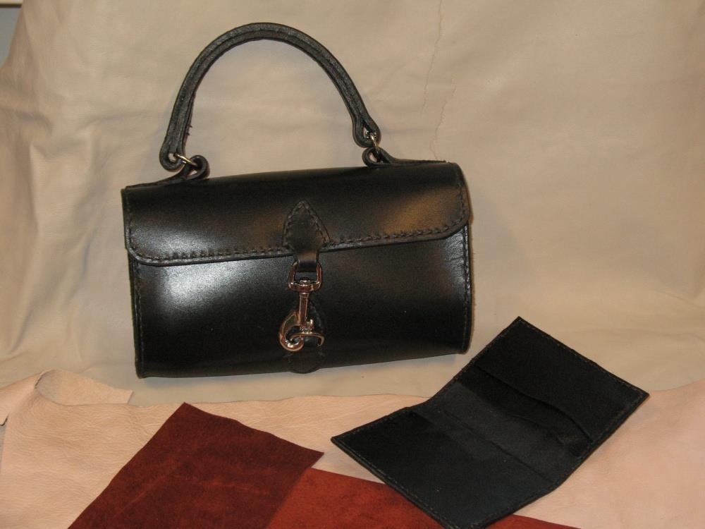 käsilaukku ja korttikotelo