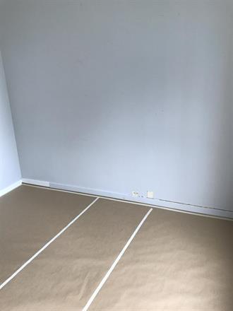 Heldekking av gulver før malerarbeider