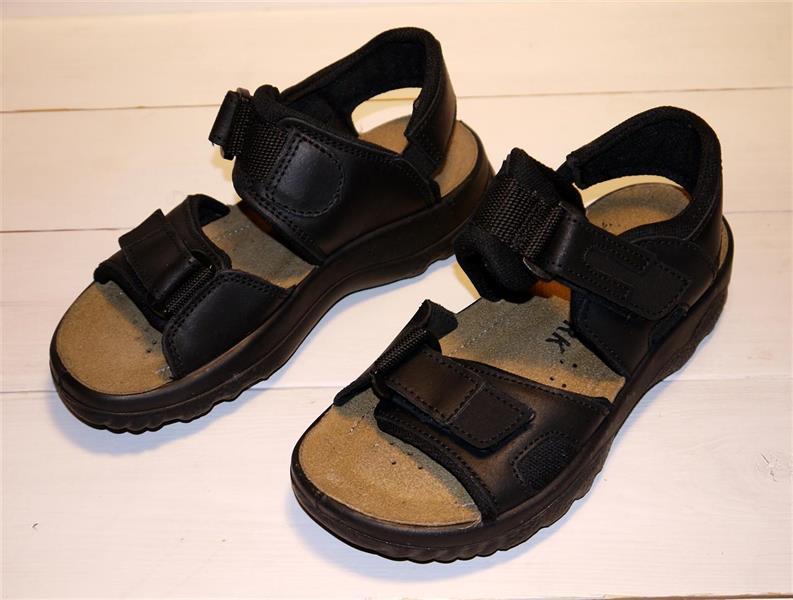 Sköna sandaler i skinn