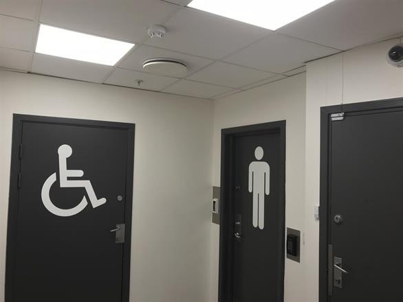 Vi pusser opp kunde toalettene på kjøpesenter - Mars 2017
