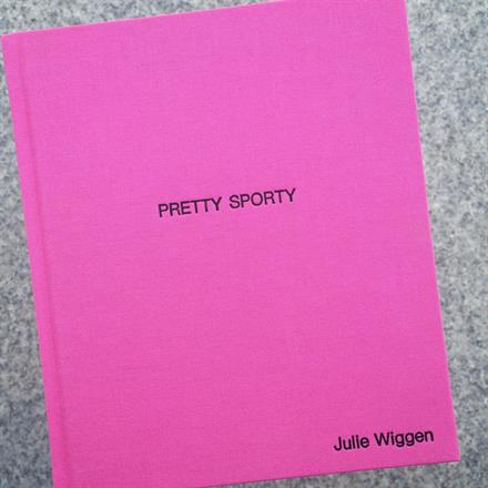 Sort preg på Brillianta Pink bok 170x200