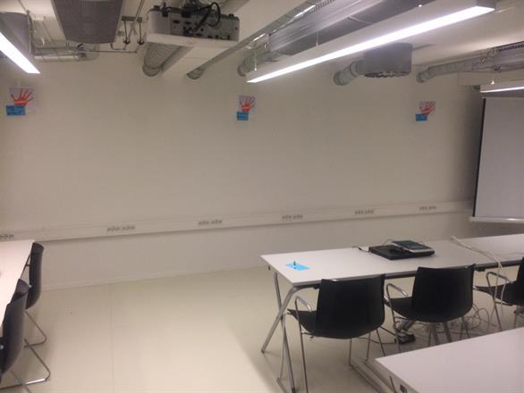 Her kan man skrive ideen rett på veggen og tørke av etterpå