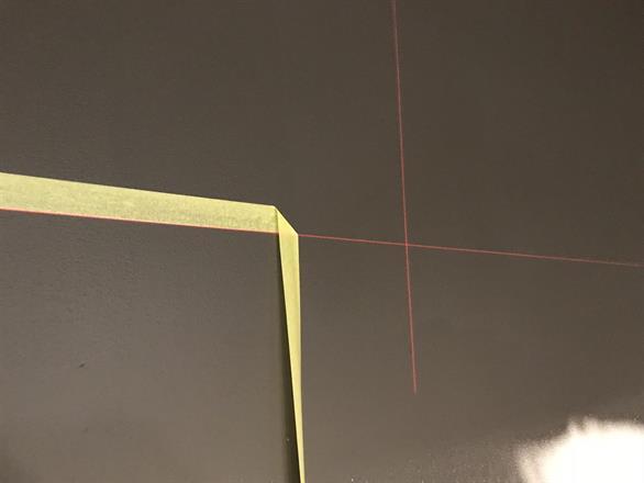 Fargeskille hvor det maskeres mot laservater for rette linjer