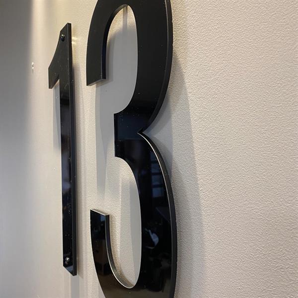 Husnummer: 145mm, sort akryl