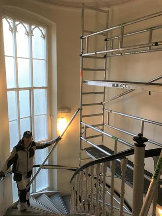 Tobias klargjør for ny trappegang i sentrum over flere etasjer - Mars 2017