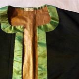 Laskatrøye med silkekantar